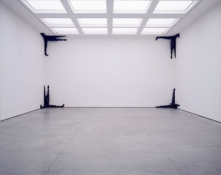 The White Cube gallery in London.   Exposition on Antony Gormley.