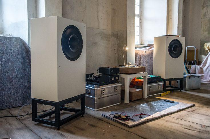 High end audio audiophile Beautiful full-range speaker and listening room.