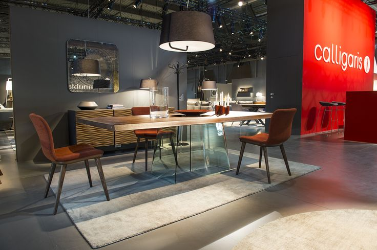 VOLO fixed table with glass pedestal like base / ANNIE chairs / SEXTANS suspension light DAMASCO mirror / OPERA side board