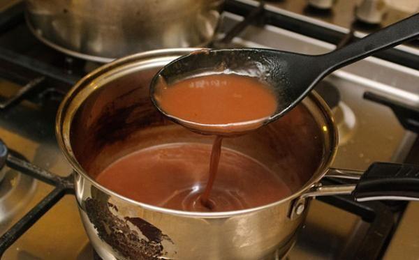 Cómo hacer salsa de vino tinto