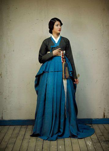 modern hanbok. Damyeon designed by lee hye soon, check de website, beautifull weddingdresses, love!!!