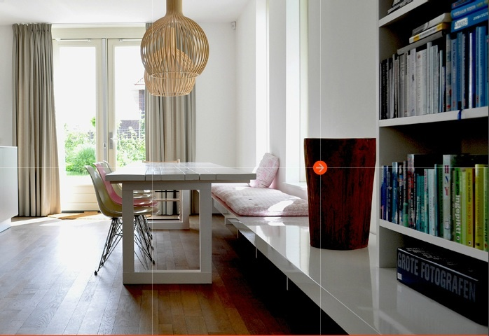 grote boekenkast, bankje, houten vloer, indeling