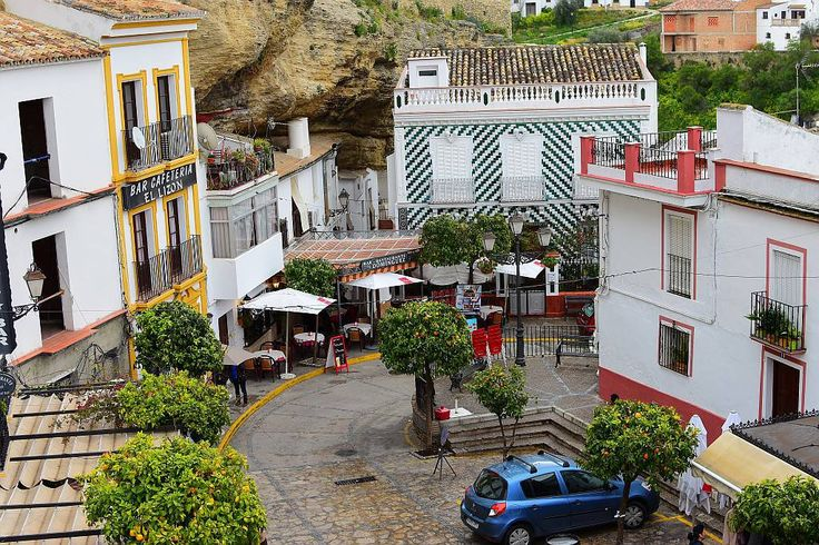 Setenil de las Bodegas Plaza de Andalucia
