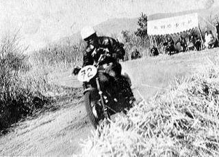 250cc優勝の伊藤史朗(ライラック)  1955浅間高原レース