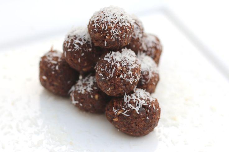 De originele Bounty's zijn een guilty pleasure voor veel mensen door de heerlijke combinatie van chocolade en kokos. Helaas is een bounty niet zo gezond. Naast veel, heel veel suiker, zit er melk en boter in en is een bounty daardoor niet geschikt voor veganistisch of mensen met een lactose intolerantie. Gelukkig heb ik een …