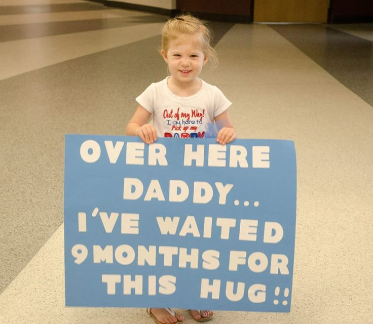 Welcome home daddy signs