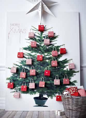 Un calendrier de l'avent brico made in Ikea : du tissu représentant un sapin, et un lot de 24 sachets (8€ le lot) !