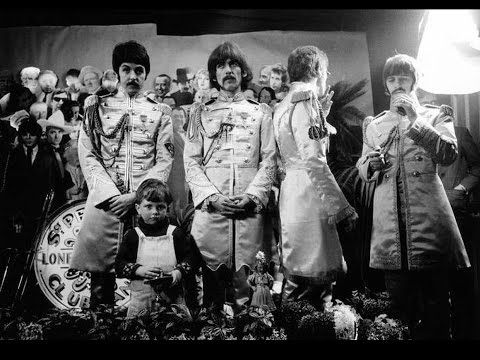 THE BEATLES - Sgt. Pepper Album Cover - YouTube