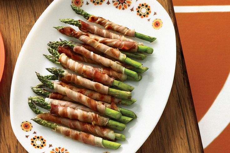 Asparagus and prosciutto are a match made in heaven in these cocktail bites.