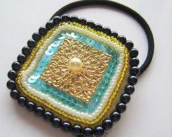 ビーズ刺繍 四角いヘアゴム(水色スパンコール)