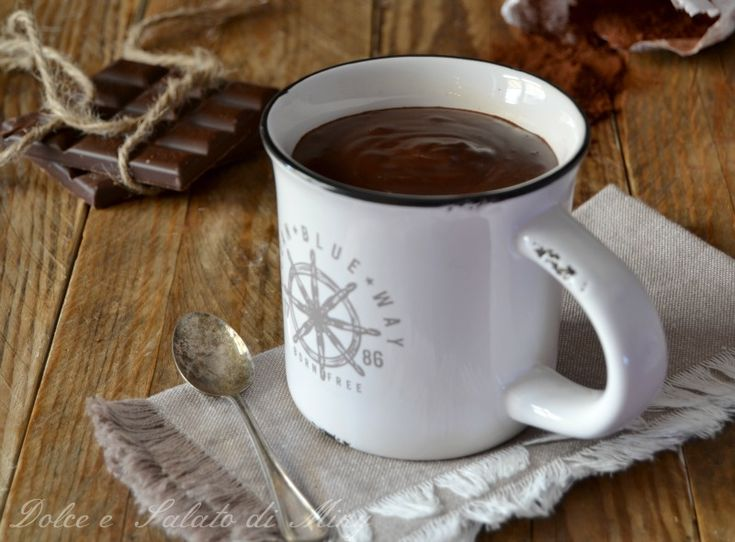 Cioccolata calda, molto facile da preparare, cremosissima come al bar, una volta provata non si torna più indietro ai famosi preparati.