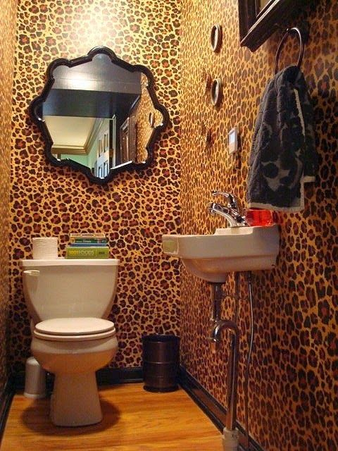 In the name of Vintage: WALLPAPERED TOILETS