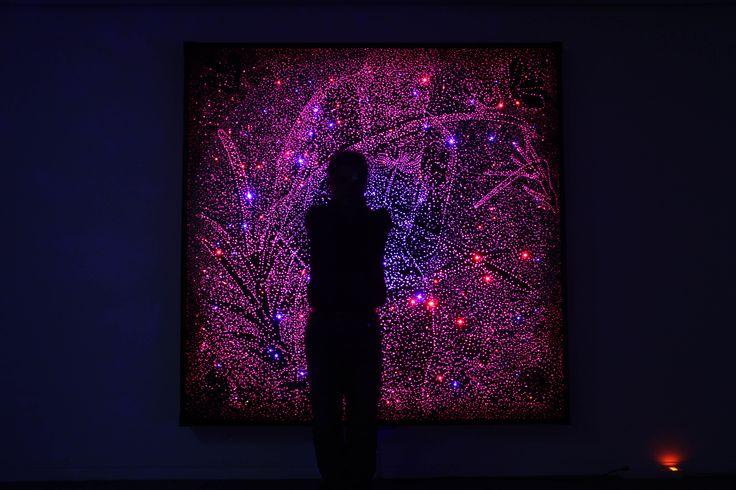 Meltem Yakın Üldes: Koreli Bir Sanatçı: Han Ho (Görsel: Eternal Light 200 x 200 cm. Acrylic on canvas LED, 2013) http://kolajart.com/wp/2015/05/13/meltem-yakin-uldes-koreli-bir-sanatci-han-ho/