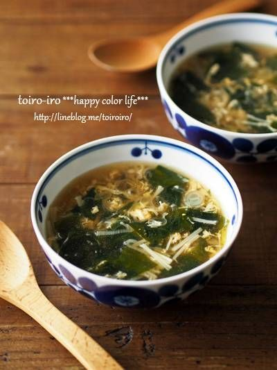 コンソメスープ: 白ねぎ、えのき、乾燥わかめ、卵、ごま油 | トイロ