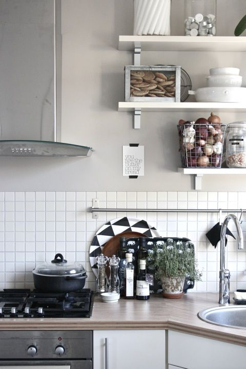Love the gray walls and the wire mesh basket. Okay, just love it all!