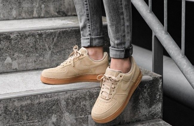 san francisco 845df 809c5 Un icono mejorado en clave natural  zapatillas Nike Air Force 1 07 LV8 Suede