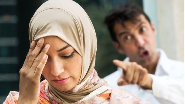 Casal muçulmano discutindo