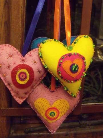 I made these felt hearts for our school Christmas fair
