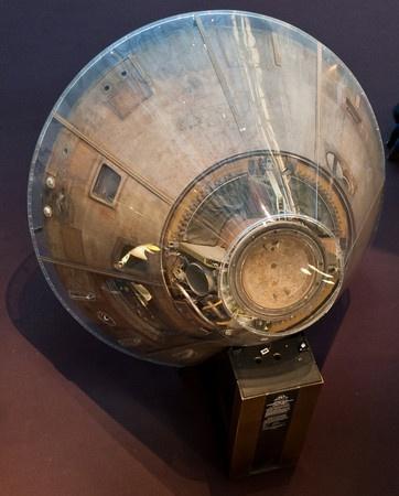 Apolo 11 cápsula espacial después de volar a la luna