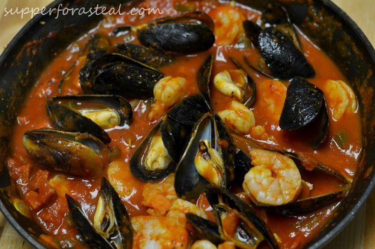 Portuguese Mussels and Shrimp in Chorizo Sauce for #SundaySupper - Supper for a Steal