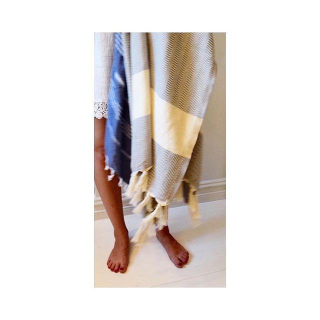 Tykt eller tynt? ◻️▫️Alle pestemal håndklærne går lett fra strandhåndkle til badehåndkle, fra pledd til sjal. Finn din favoritt på pestemal.no 💞 ______________________________________________ #Thick #Thin #Pestemal #Peshtemal #PestemalNo #Beach #Bath #Shower #Throw #Shawl #Inspiration #Style #Towel #Håndkle #Practical #Beautiful #Versatile #Fashionable #lightweight #absorbent