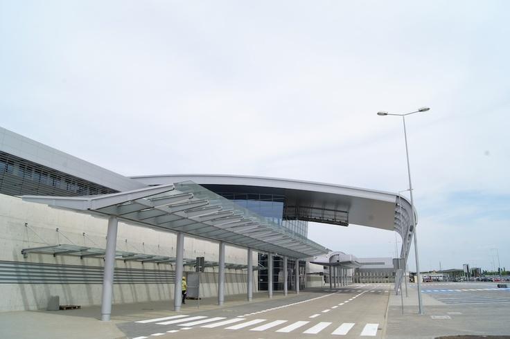 Poznan Poland, Port Lotniczy Poznań-Ławica, terminal pasażerski po rozbudowie [fot.Piotr Stróżyński]