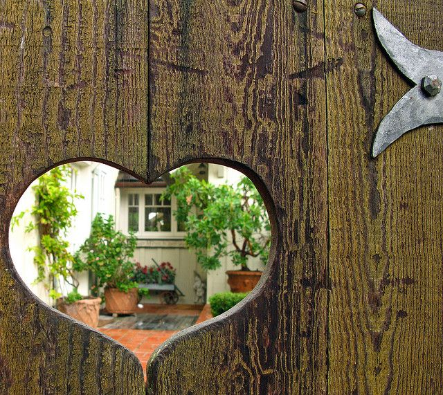 Heart-shaped opening gate / Linda Hartong Photography: Doors, Ideas, Fence, Heart, Gardens Gates, Cottages, Small Gardens Design, Photo, Old Gates