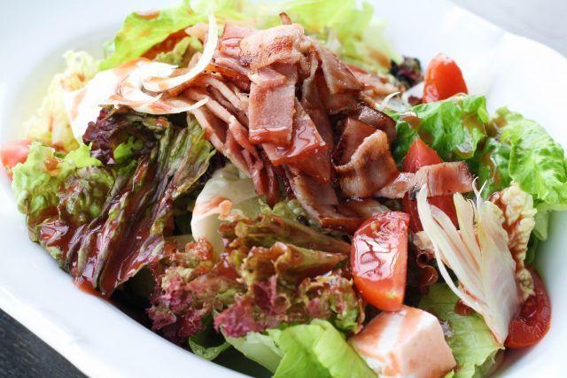 Πράσινη σαλάτα με φινόκιο , ντοματίνια ,ανθό&ta...