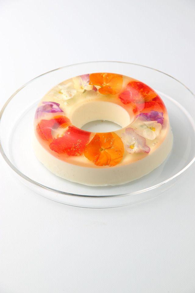 ホール5号サイズで作られたドーナツ型のスイーツ「ブーケ」(1ホール/2,000円から2,800円)