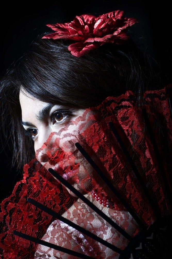 Aurora  Frau mit Fcher von Tabunsky  Foto Idee  Frau Fcher und Portraitfotografie