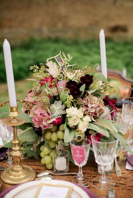Mariage rétro Centerpiece french wedding style Centre de table pastel Mariage fruit & fleur Centre de table rond pastel Mariage thème Game Of Thrones