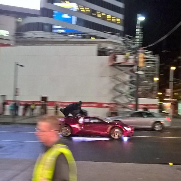 'Batman' Shows Up On The SUICIDE SQUAD Set... Clinging To The Top Of 'Joker''s Car