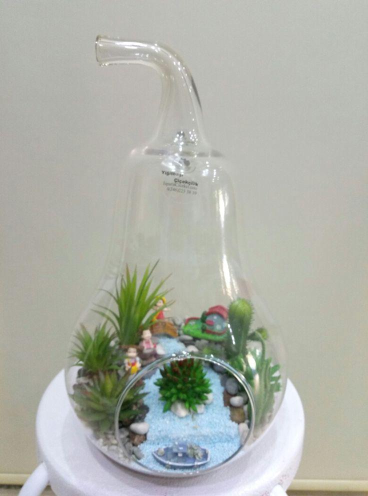 Büyük armut camda yapay skulentlerden ısparta yiğitbaşı çiçekçilik  de sizin için hazırlanan Terraryumu sevdiklerinize ulaştırmak için bize www.ispartacicekci.com veya WhatsApp 0 555 973 79 57 ulaşabilirsiniz