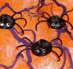 DIY decorations: Halloween Spiders