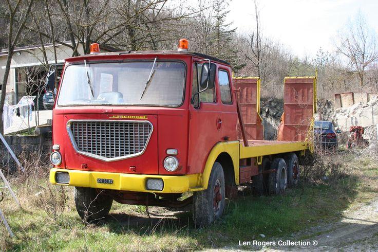 Lancia - oldtime platform wrecker truck