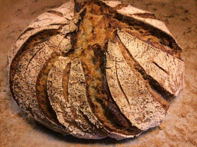 Hängestens Skafferi: Surdegsbröd med halländskt lantvete, stenmald råg och valnötter
