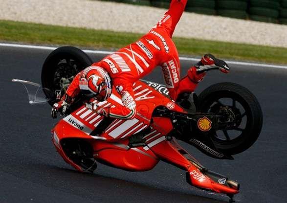 casey stoner 2007 | 2007 Australian MotoGP qualifying Casey Stoner high-sides his Ducati ...