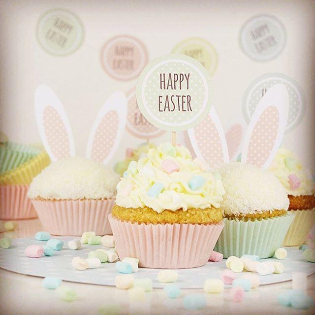 Der Post für die Easter-Bunny-Cupcakes ist online und als Extra gibt es die Hasenohren und die Buttons zum kostenlos herunterladen! Viel Spaß damit! ❤️ #barfussimnovember #blogger #tirol #cupcake #easter #happyeaster #bunnyears #hasenohren #ostern #froheostern #sweet #sweetformysweet #lecker #yummy #lol #love #liebe #muffin #kuchen #cake #esterbunny #marshmallow #yolo #osterhase #deko