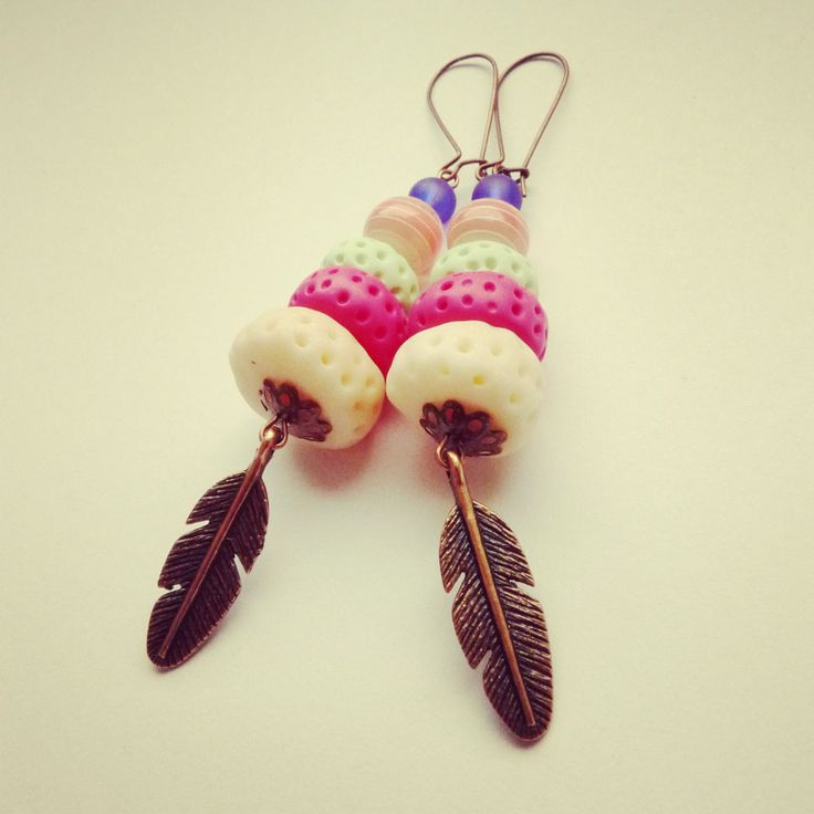 earring hand made, fimo, pastels colors , aztec style .. with feather BY SHARYS