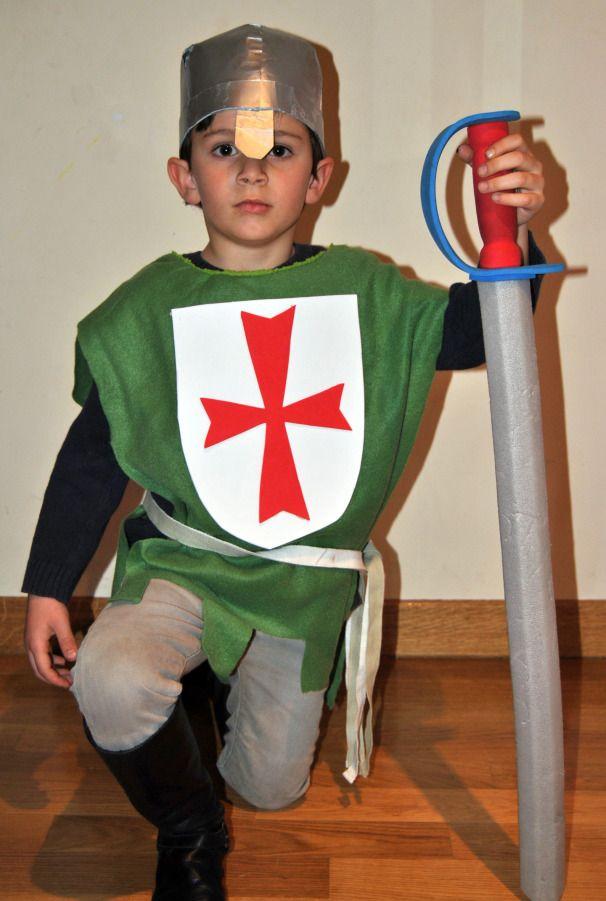 Disfraz caballero medieval 1 con una bolsa verde quedaría culo barato y fácil para los padres que no sabemos coser | http://www.multipapel.com/subfamilia-bolsas-basura-colores-para-disfraces.htm