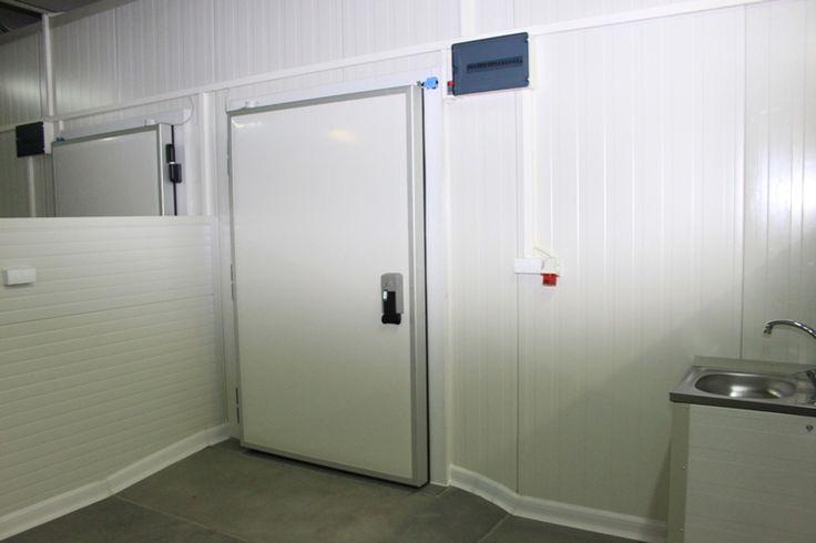 O camera frigorifica refrigerare perfecta pentru spatiul dvs  Aveti nevoie de o camera frigorifica refrigerare? Nu cautati mai departe de Conyfrig Service. Aici veti gasi cu siguranta ceea ce va doriti intrucat compania se ocupa cu proiectarea si realizarea de camere frigorifice atat de refrigerare cat si de congelare, depozite frigorifice, instalatii...  https://biz-smart.ro/camera-frigorifica-refrigerare-perfecta-pentru-spatiul-dvs/