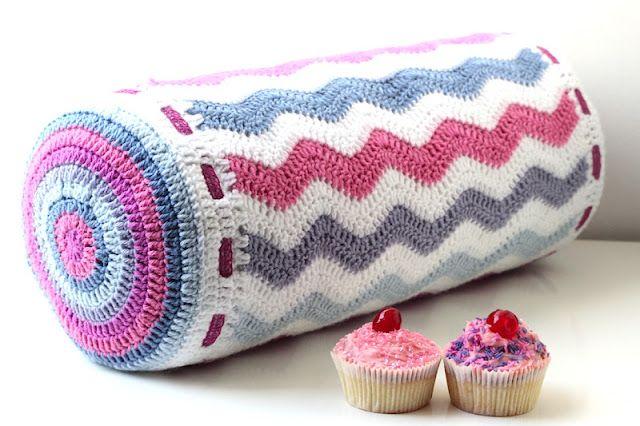 Ripple bolster pillow ~ basic patterns from Attic24
