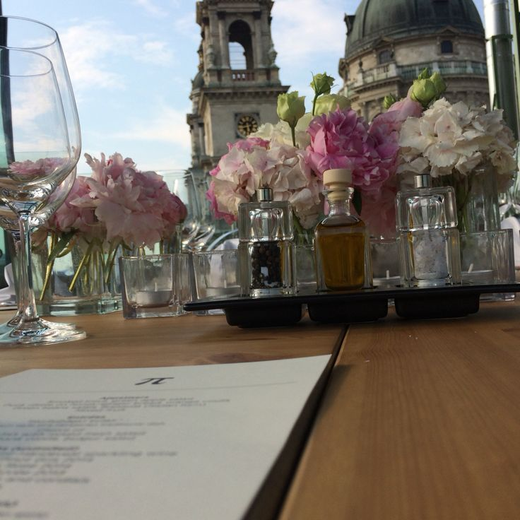 Roof top wedding with the duomo of Saint Stephen Basilica in the background. The Sky Bar of this beand-new five-star boutique hotel of Budapest, Hungary is ideal both for elopement and destination wedding. aria@hungarianweddings.com