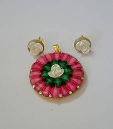 Buy Exquisite pink pachhi pendant set with flower topping Pendant online