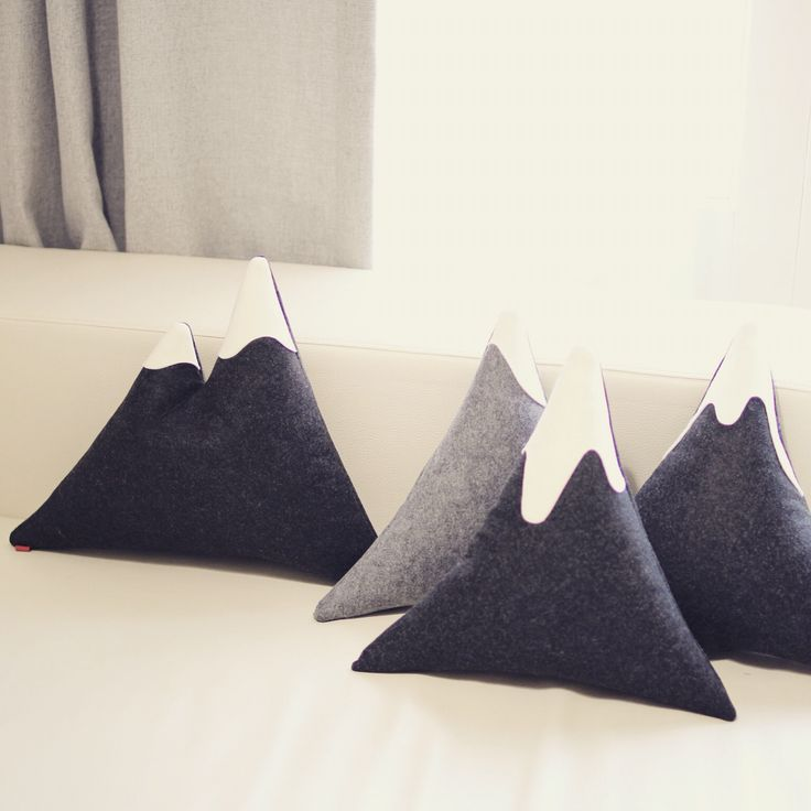 "Cushions for interior. The title is ""snow covered mountains."" 인테리어 소품 내손으로 만들기. 눈덮힌 산을 표현한 쿠션으로 쇼파에 디스플레이 해봐요~ #handmade cushions"