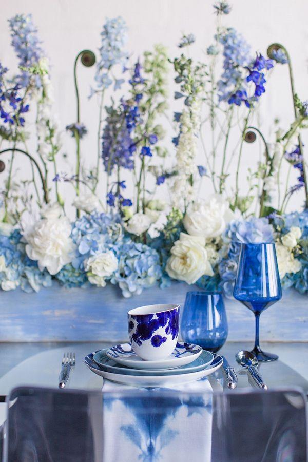 Bright modern tablescape    #wedding #weddingideas #aislesociety #bluewedding