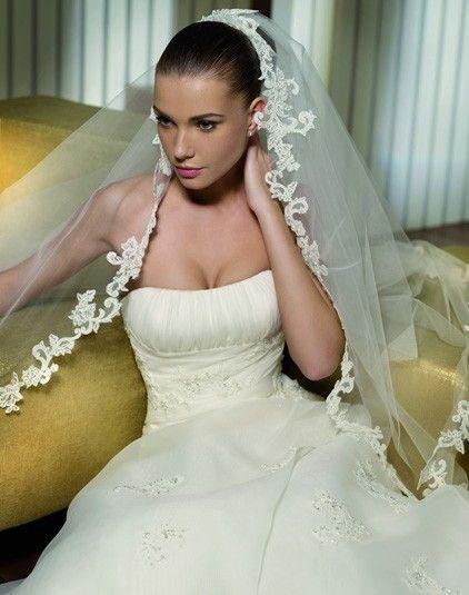 Pluma - Pronovias - Esküvői ruhák - Ananász Szalon - esküvői, menyasszonyi és alkalmi ruhaszalon Budapesten