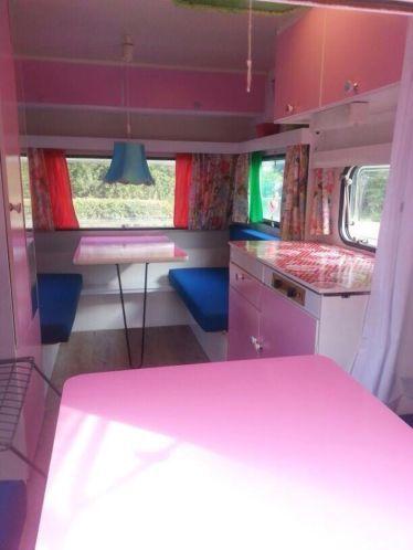 Mooie gepimpte Knaus caravan (oldtimer 1977) Vintage Camper Interior caravan pimpen. caravan vintage retro trailer diy
