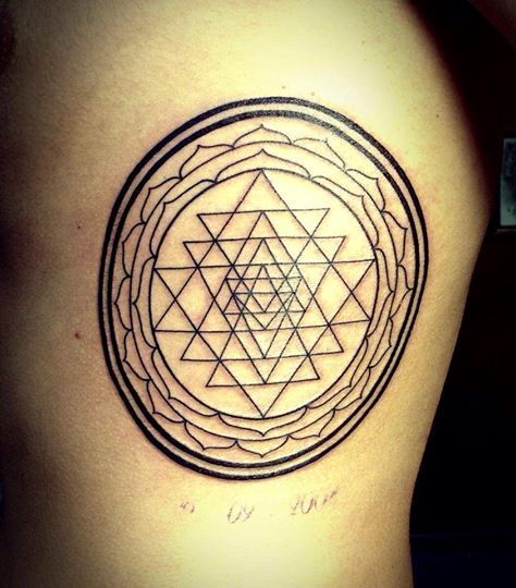 Tattoo artist: Yuri Sata  Tatuaggi figurativi http://www.subliminaltattoo.it/prodotto.aspx?pid=04-TATTOO&cid=18  Mandala sul costato ad un campione di basket  #subliminaltattoofamily #mandalatattoo #cheprecisionetattoo #tattooart #tattooartists #tatuaggi #tatuaggifigurativi