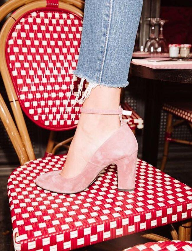 Rien de tel qu'une paire d'escarpins girly pour voir la vie en rose ! (escarpins Jonak - photo Adenorah)